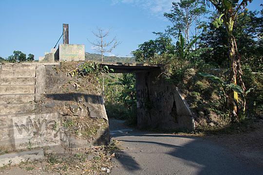 foto benda cagar budaya pintu air mekanis jembatan nangsri nambangan di pundong bantul pada zaman dulu