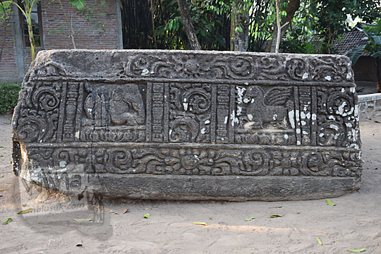 relief gajah kuda terbang watu gilang banguntapan