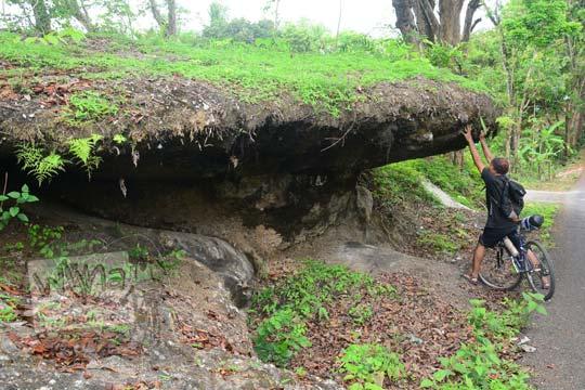 wujud batu payung di mangunan bantul yang menarik