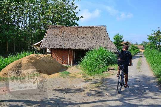 gubuk tempat membakar batu bata tradisional di pleret bantul