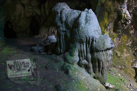 mitos batu gajah yang berada di dalam goa gajah di mangunan dlingo bantul