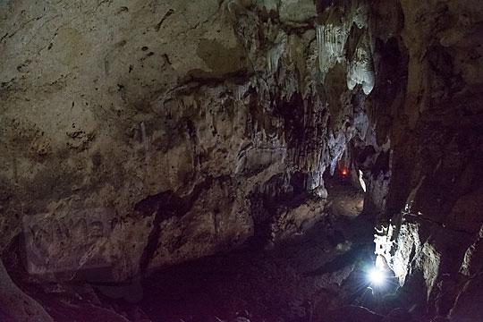 penampakan suasana di lantai paling atas di dalam goa gajah di mangunan dlingo bantul