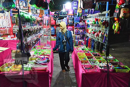 kios aksesori wanita pasar malam imogiri