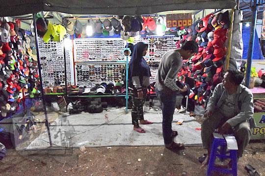 kios topi murah pasar malam imogiri