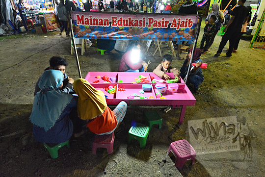 anak anak pasir ajaib pasar malam imogiri