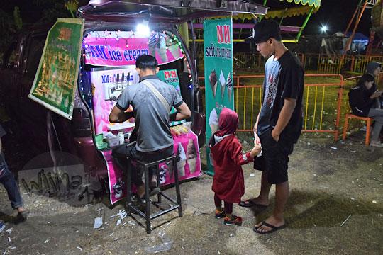 anak anak es krim cone pasar malam imogiri