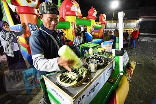 penjual kue laba laba pasar malam imogiri