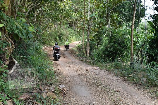suasana sepanjang jalan rusak ke pantai timang gunungkidul yogyakarta pada zaman dulu agustus 2016