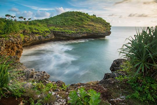 foto ombak mempesona di tanjung pantai kesirat gunungkidul yogyakarta pada zaman dulu agustus 2018