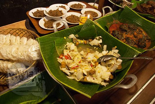 pilihan tumis sayur rebung sawi buntil di Warung Nasi Ampera di cabang Jalan Pajajaran Kota Bandung Jawa Barat