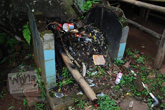 tempat sampah kotor curug cinulang