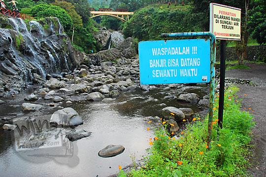 foto papan peringatan banjir baturaden banyumas