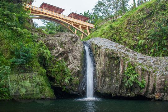 foto jembatan air terjun baturaden banyumas