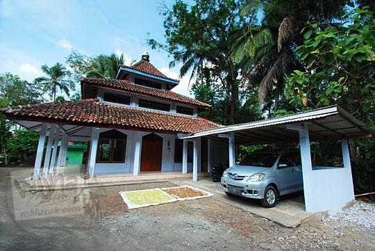 tampak luar bangunan masjid di desa lor kali kecamatan loano purworejo