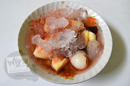tampak atas es buah warung es cobra salatiga