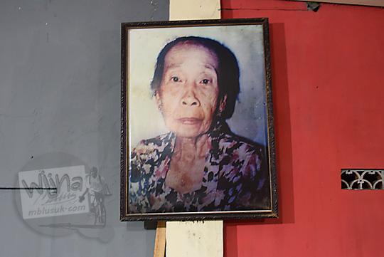 foto profil dan kisah hidup mak pari sang pengusaha wedang ronde legendaris di kota salatiga jawa tengah