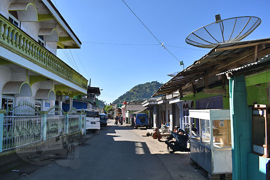 pemandangan jalan utama yang membelah desa sembungan kejajar wonosobo pada zaman dulu Agustus 2016