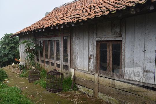 rumah kayu sederhana warga desa sembungan kejajar wonosobo pada zaman dulu Agustus 2016