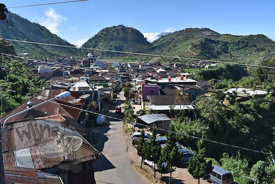 pemandangan jalan utama desa sembungan kejajar wonosobo dari ketinggian pada zaman dulu Agustus 2016