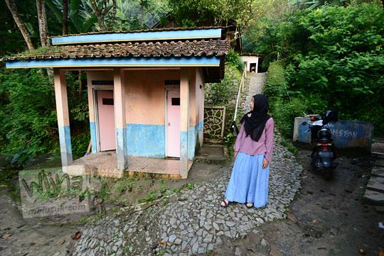 foto jalan tanah setapak menuju ke puncak pos mati di desa giritengah borobudur magelang pada maret 2018