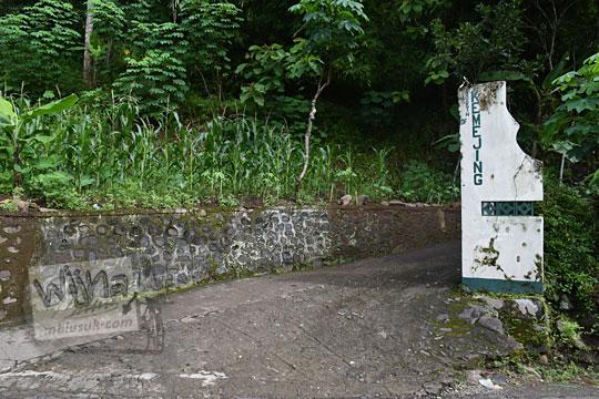 gapura desa kemejing di loano purworejo jawa tengah