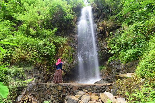 pesona keindahan curug tamansari yang masih sepi tidak banyak orang tahu di desa kemejing loano purworejo