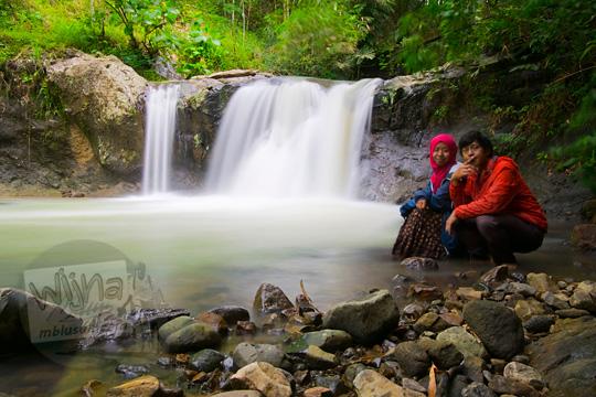 sepasang cowok dan cewek pacaran di air terjun sepi di desa kemejing loano purworejo