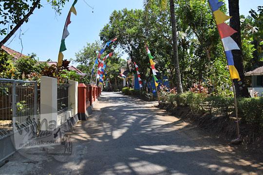 suasana jalan kampung di desa pangenrejo purworejo jawa tengah pada zaman dulu Agustus 2018