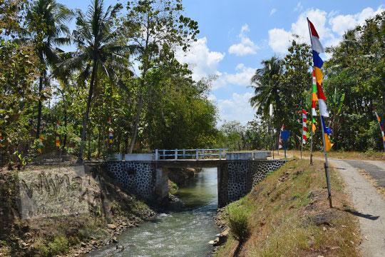 jembatan melintasi anak sungai bogowonto di desa pangenrejo pada zaman dulu Agustus 2018