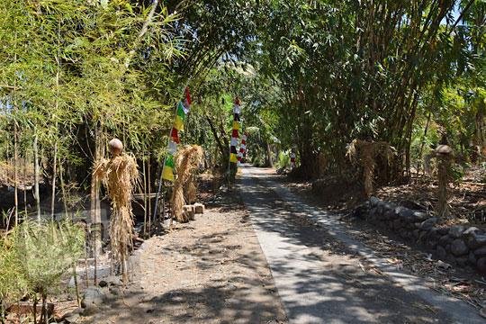 suasana jalan masuk ke tempat makan warung bogowonto pada zaman dulu Agustus 2018