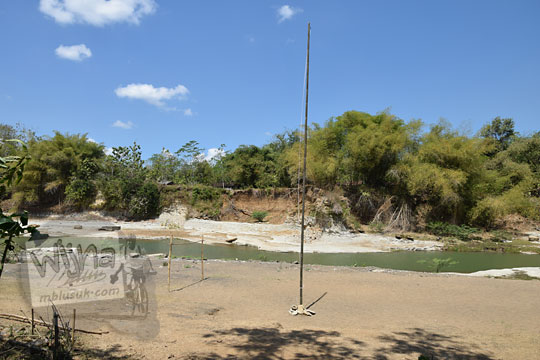 lapangan luas untuk upacara bendera di sungai dekat warung bogowonto pangenrejo pada zaman dulu Agustus 2018