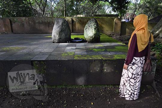 foto batu keramat petilasan amangkurat ii di bekas makam keraton kartasura