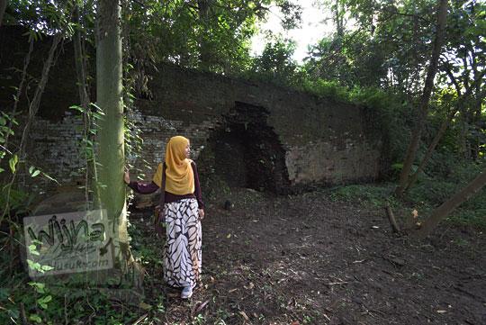 foto lubang tembok keraton kartasura yang jebol saat peristiwa geger pecinan