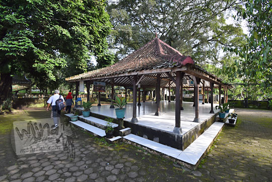 foto pendopo pasarean makam keraton kartasura pada zaman dulu