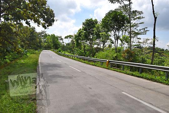 suasana sepi jalan raya sruwen karanggede