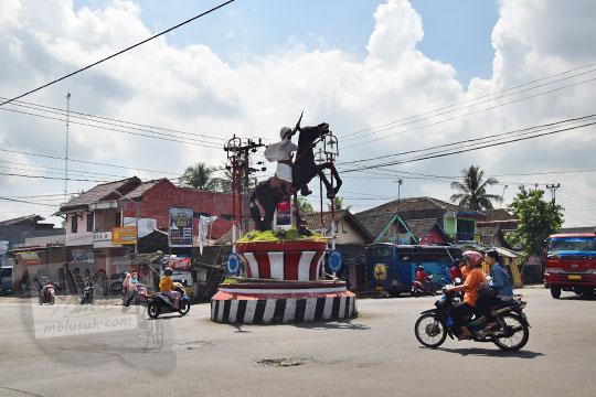 patung kuda perempatan pasar karanggede