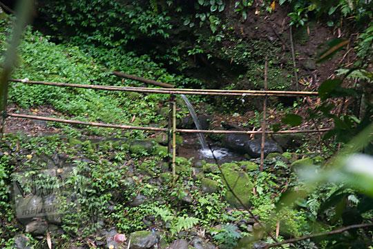 pancuran air keramat di dalam hutan desa nampirejo temanggung jawa tengah