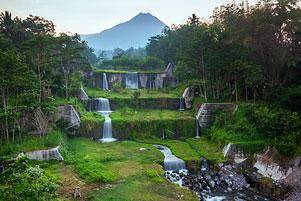 Thumbnail untuk artikel blog berjudul Lembah Sungai dari Jembatan Gantung Mangunsuko