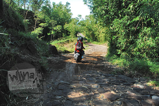 jalan makadam rusak menuju ke obyek wisata kali talang di balerante klaten pada zaman dulu april 2018
