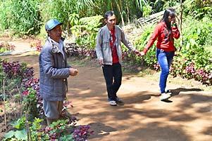 Thumbnail artikel blog berjudul Pak Kholidin yang Menjaga Jalan Setapak Telaga Warna Dieng