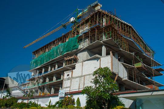 foto proyek pembangunan hotel kondotel di jalan trunojoyo kota batu pada April 2017