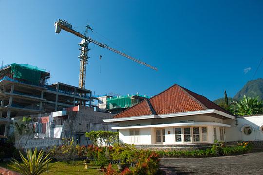 foto rumah tua peninggalan belanda yang terancam pembangunan hotel di kota batu pada April 2017