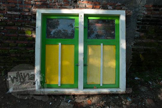 foto jendela antik rumah tua di jalan trunojoyo kota batu pada April 2017