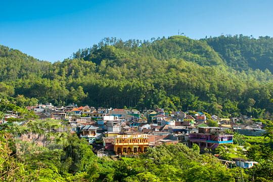 foto pemukiman desa lembah tebing di kota batu pada April 2017