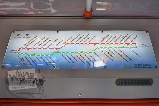 papan informasi lokasi halte pemberhentian suroboyo bus