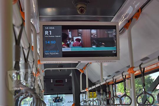cctv dan televisi lcd di dalam suroboyo bus