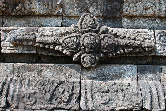 relief bunga candi perwara tegowangi kediri