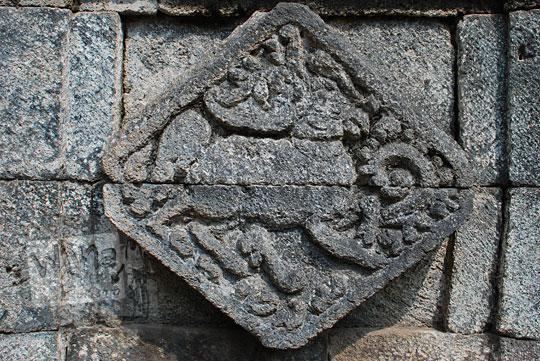 panel relief rusa candi perwara tegowangi kediri