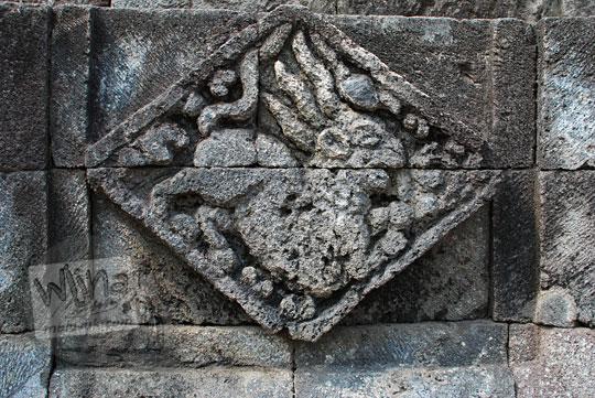 panel relief kelinci candi perwara tegowangi kediri