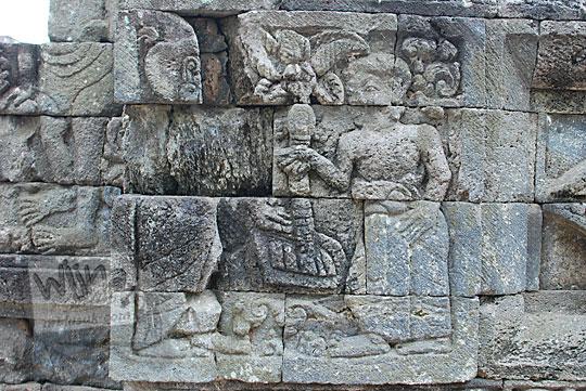 panel relief wanita candi perwara tegowangi kediri